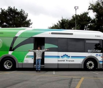 A electric powered bus in Azusa. Southern California Edison filed a plan with state regulators adding charging stations for powering plug-in electric buses, trucks, cargo equipment and passenger cars. (Photo By Sarah Reingewirtz/SXCITY)