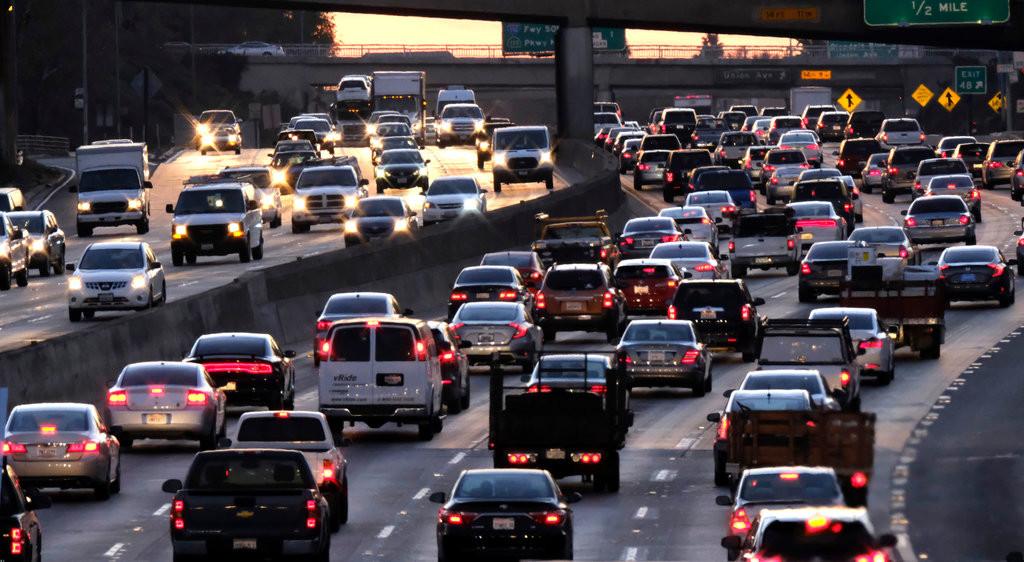 Rush hour traffic along US 101 near downtown Los Angeles. Richard Vogel/Associated Press
